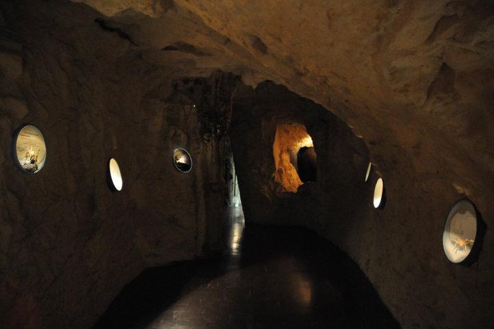 Grotta carsica - allestimento interno